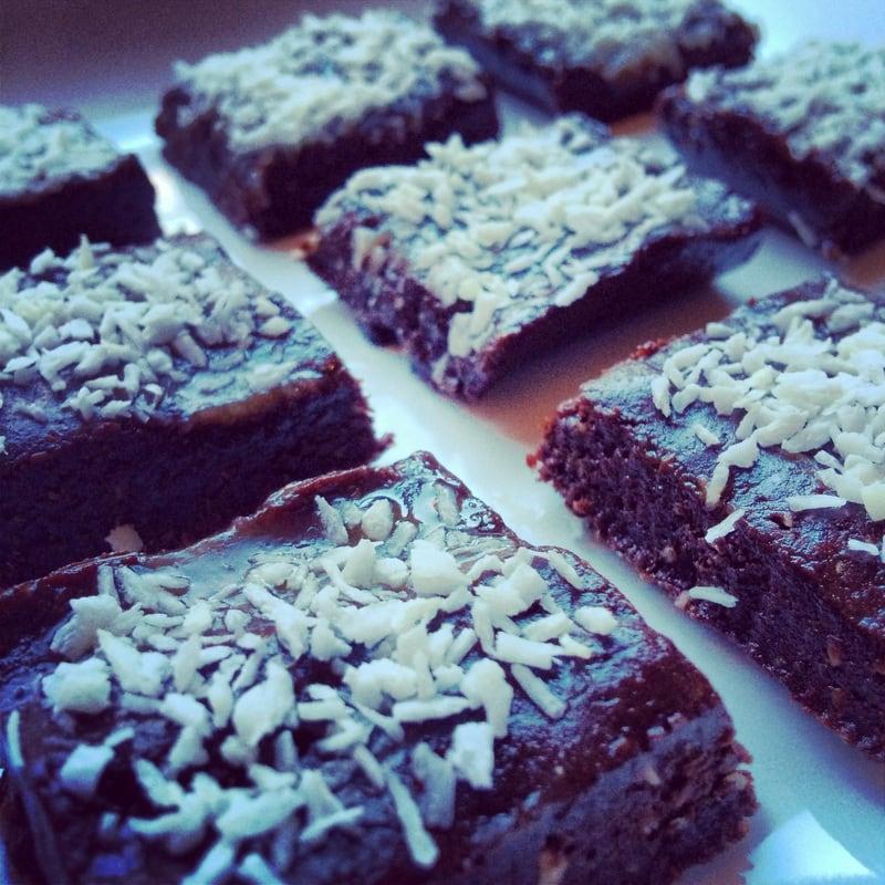 Raw brownies, easy raw dessert recipes, healthy raw brownies, healthy vegan brownies, vegan brownies, cacao, walnuts