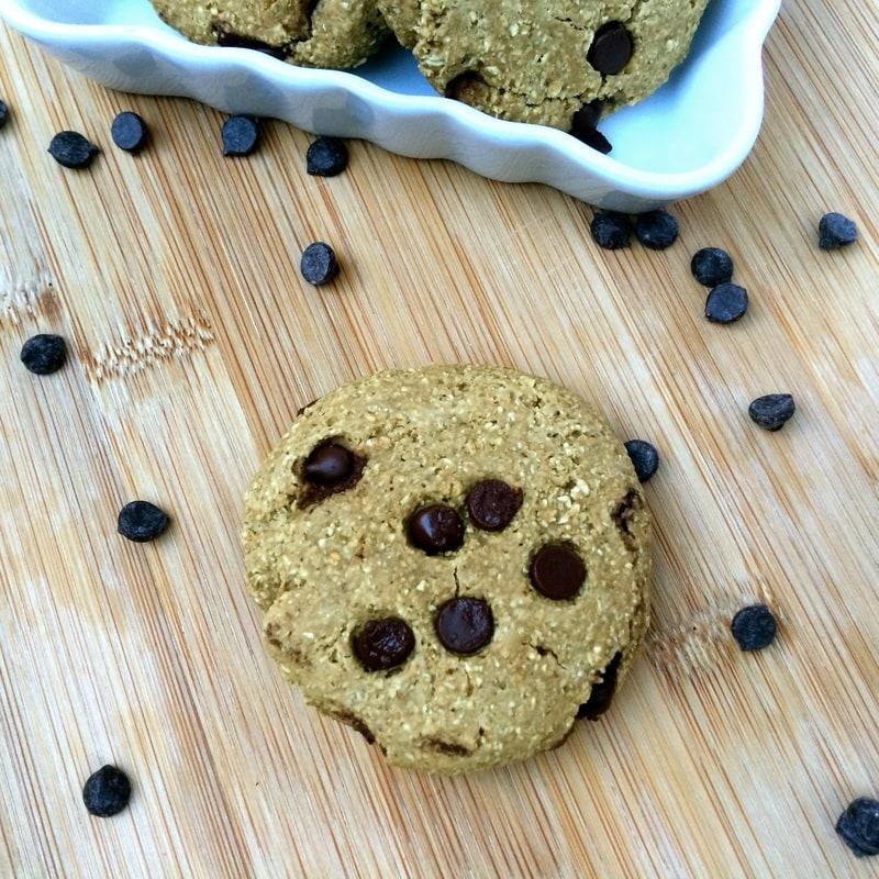chocolate chip oat cookies, oat flour cookies, gluten-free chocolate chip cookies, vegan chocolate chip cookies, easy vegan chocolate chip cookies, oatmeal chocolate chip cookies