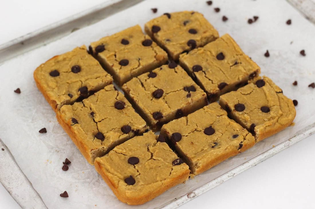 Healthy Chocolate Chip Cookie Dough Bars! (Sugar-Free, Low-Calorie, Oil-Free, Vegan, Gluten-Free, Low-Fat)