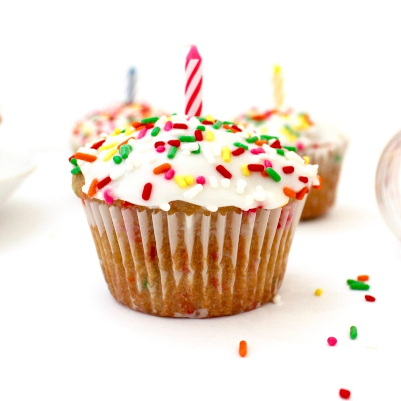 vegan birthday cupcakes, vegan vanilla cupcakes, vegan vanilla cupcakes with sprinkles, vegan cupcakes, easy vegan cupcakes, low-fat cupcakes, healthy cupcakes, healthy vegan cupcakes, vegan cupcakes with sprinkles, healthy funfetti cupcakes, vegan funfetti cupcakes, low-fat funfetti cupcakes