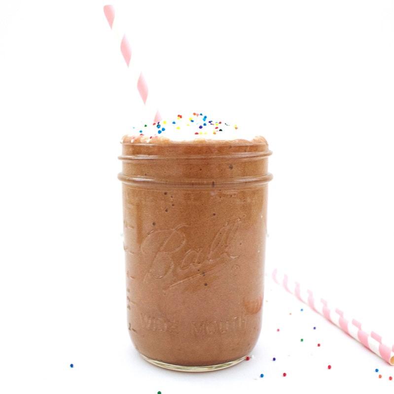 Skinny Chocolate Milkshake! (Low-Calorie, Vegan, Gluten-Free, Sugar-Free)