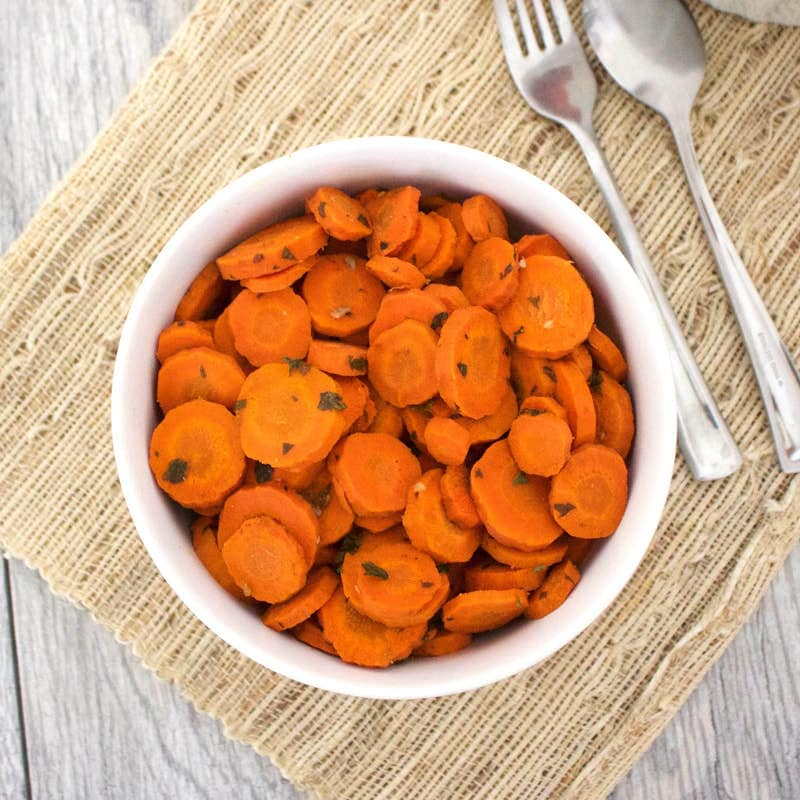 Balsamic Roasted Carrots - the perfect Thanksgiving side! (Oil-Free, Vegan, Gluten-Free, Paleo, No Added Sugar)
