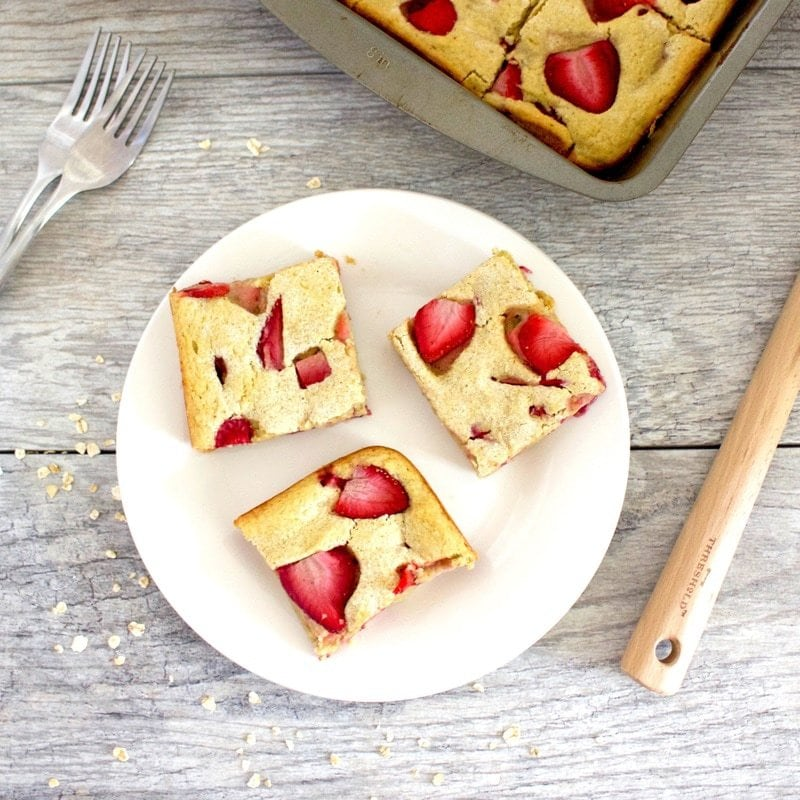 Healthy Strawberry Shortcake Bars (Vegan, Gluten-Free, Sugar-Free, Oil-Free)