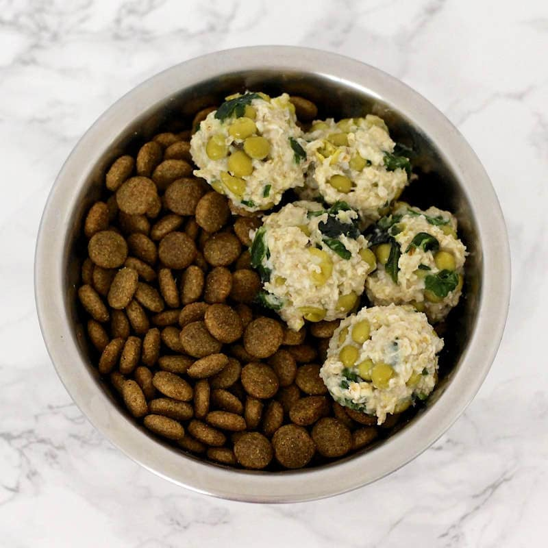 Healthy Homemade Dog Treats: Sweet Pea Spinach Oatmeal Bites (Vegan, Gluten-Free, Oil-Free)