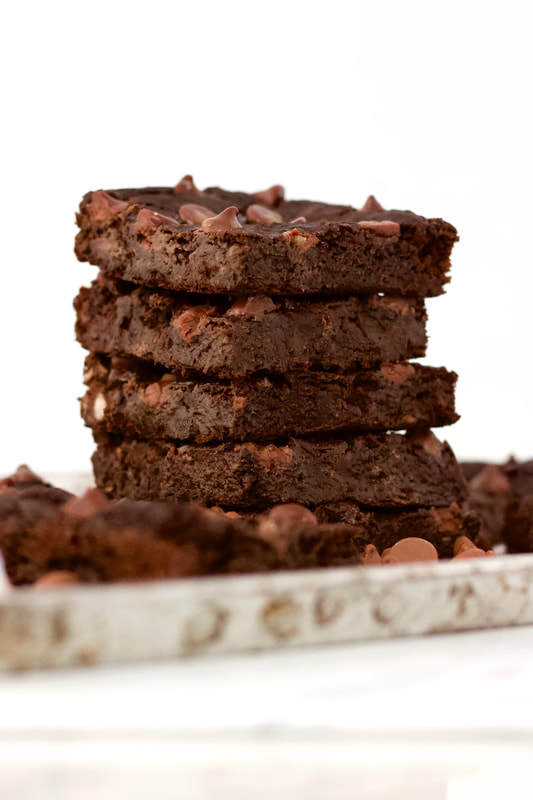 Skinny Flourless Vegan Blender Brownies! Low-calorie, gluten-free, low-carb, oil-free, dairy-free & sugar-free.